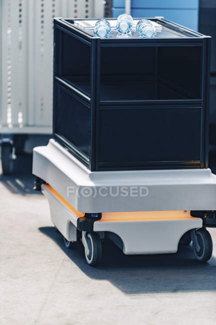 Mobile industrial robot for internal transport in modern industrial facility. — Stock Photo