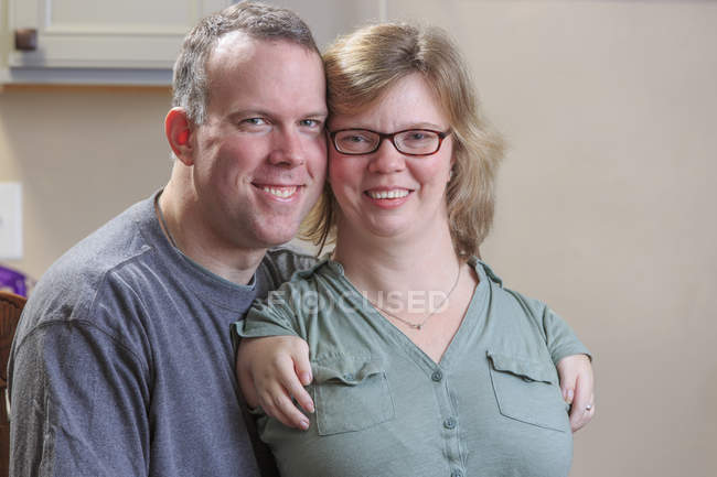 Portrait of woman with TAR syndrome with husband. — Stock Photo