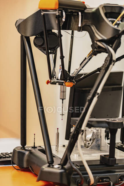 Precision measuring machine in modern industrial factory . — Stock Photo