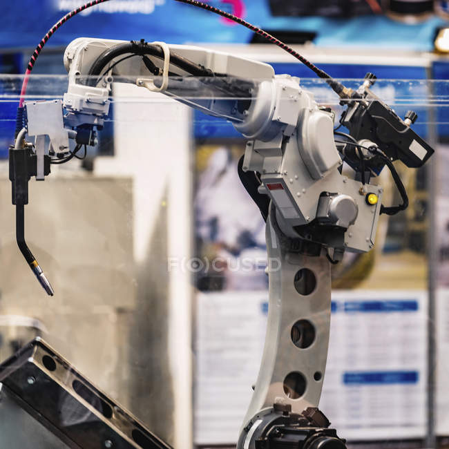 Sistema di saldatura robotica in un moderno impianto industriale . — Foto stock