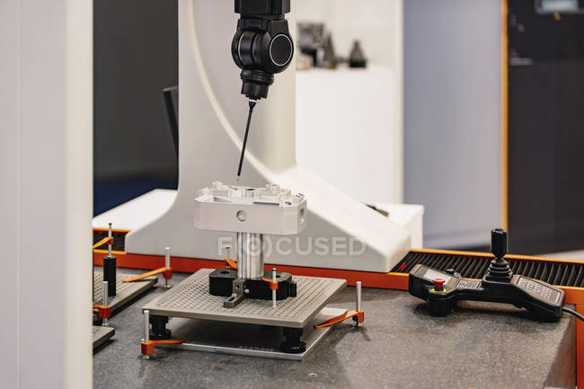Precision manufacturing measurement system in modern industrial facility. — Stock Photo