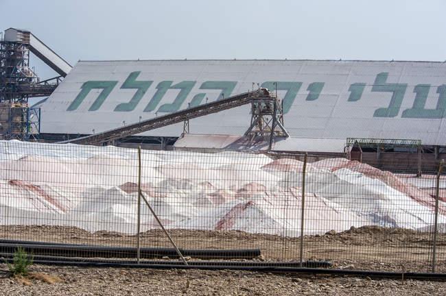 Impianto di potassio israeliano sulla riva del Mar Morto, Israele. — Foto stock