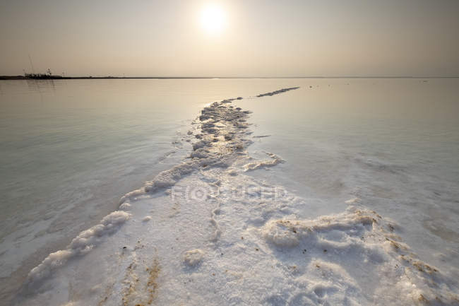 Salt crystallization caused by water evaporation, Dead Sea, Israel. — Stock Photo
