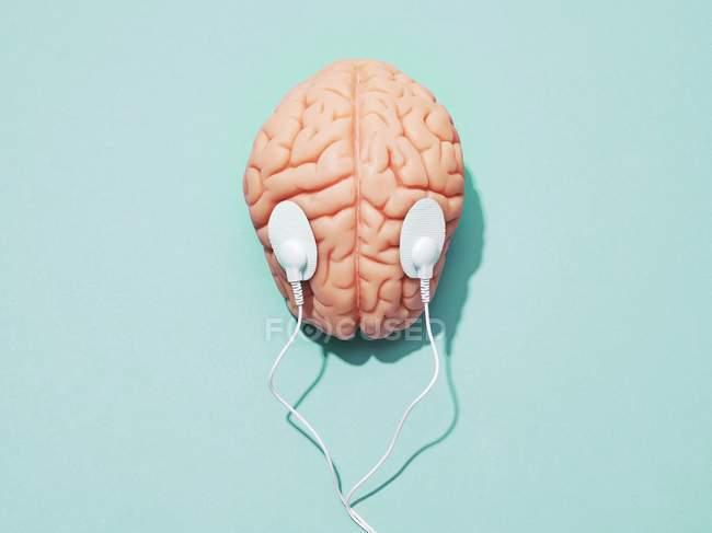 Cervello umano ed elettrodi, stimolazione cerebrale immagine concettuale. — Foto stock