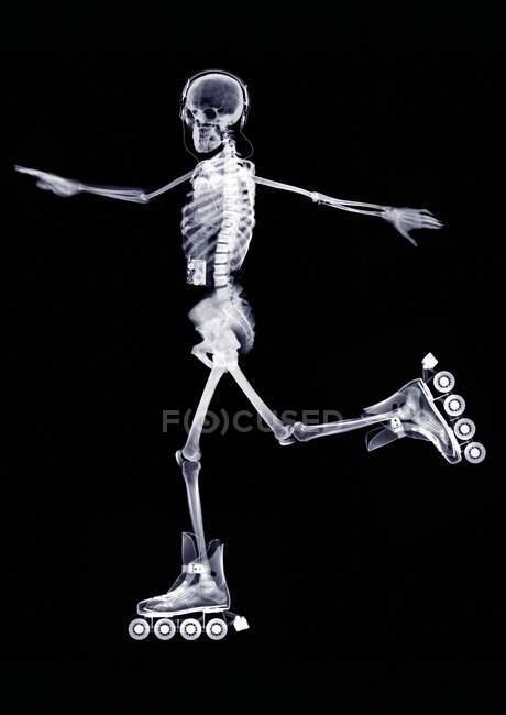 Esqueleto patinaje en línea, rayos X. - foto de stock