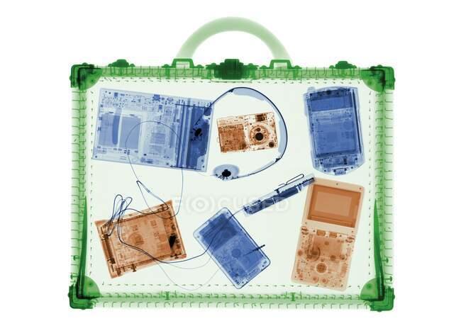 Портфель и IT аксессуары, цветной рентген. — стоковое фото