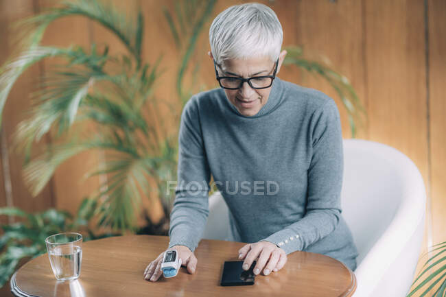 Пульс оскіметр, монітор насичення кисню.. — стокове фото