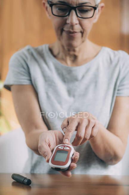 Blood sugar monitor testing at home. — Stock Photo