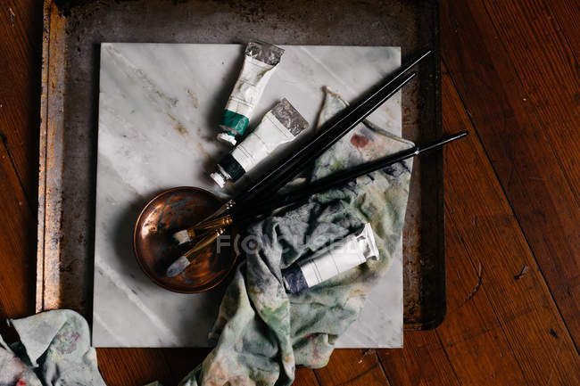 Brushes and paints for painting — Stock Photo