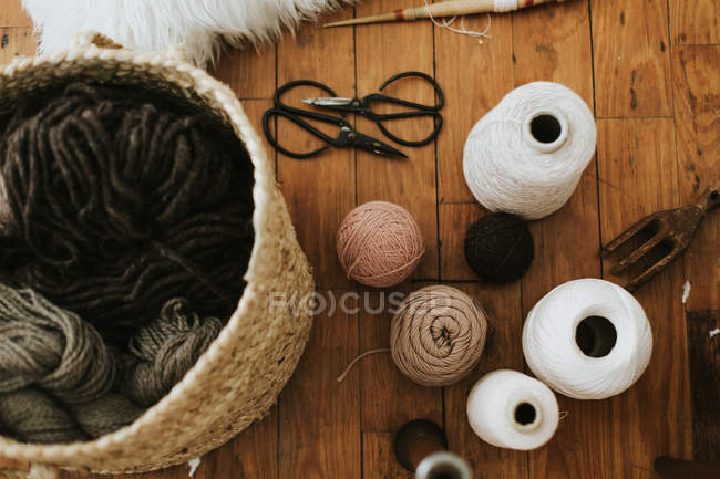 Knitting yarn balls and spools in basket — Stock Photo