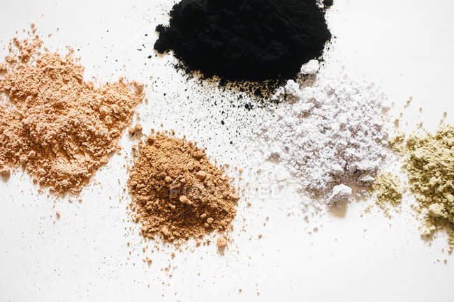 Natural dye-stuff for making herbal cosmetics — Stock Photo