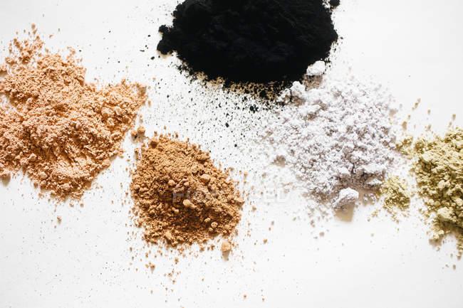 Натуральных красителей для изготовления Травяная косметика — стоковое фото