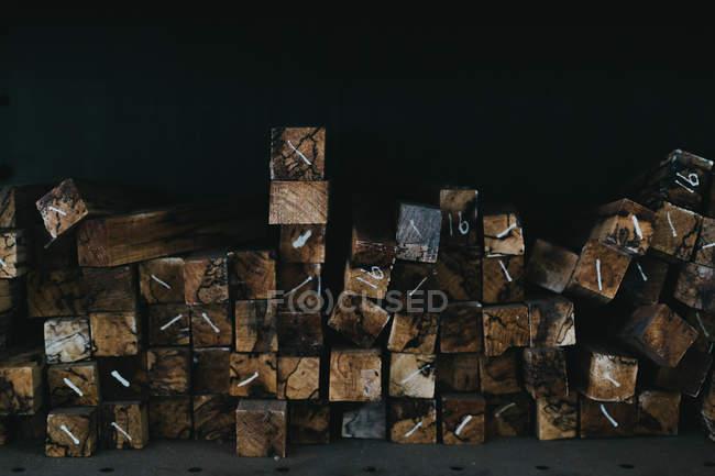 In legno e travi di legno — Foto stock