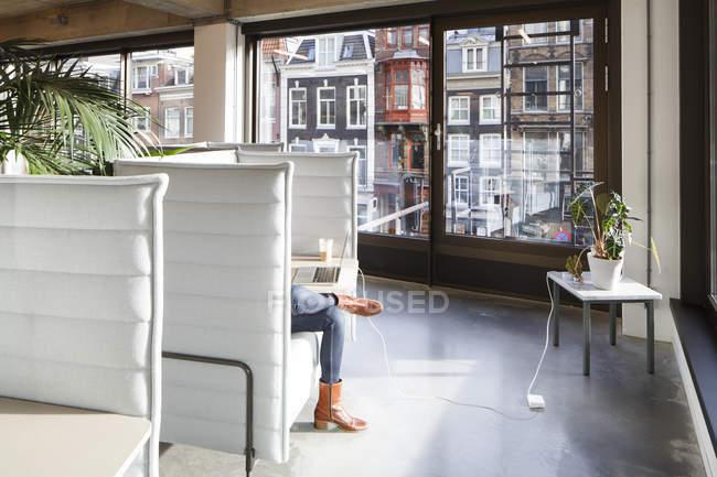 Foto Ufficio Moderno : Interno dello spazio di ufficio moderno u2014 foto stock #160955888