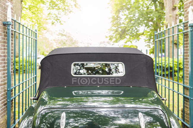 Green classic vintage car — Stock Photo