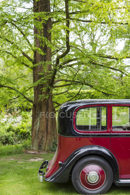 Red and black classic vintage car — Stock Photo