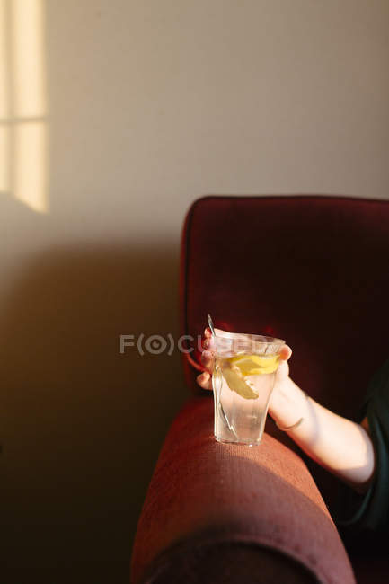 Cup of fresh lemon and ginger tea — Stock Photo