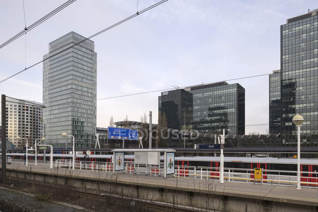 AMSTERDAM, NETHERLANDS - FEBRUARY 9, 2018: Railway station platform in Zuidas business district — Stock Photo