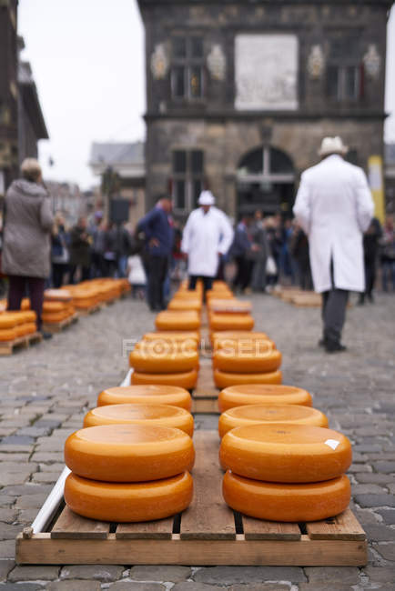 GOUDA, NETHERLANDS - APRIL 12, 2018: Wheels of cheese at traditional market in historical center of town. — Stock Photo