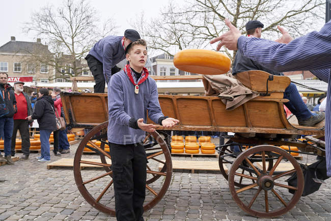 GOUDA, NETHERLANDS - APRIL 12, 2018: People at vintage cart at traditional cheese market. — Stock Photo