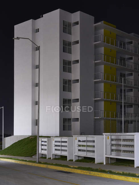 Vacant newly constructed apartment building in Mexico. — Stock Photo