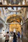 Turistas que visitam o Mosteiro de São Salvador — Fotografia de Stock