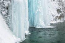 Gefrorenen Wasserfällen in Plitvicer Seen — Stockfoto