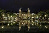Вид спереди, национального музея Rijksmuseum в Амстердаме — стоковое фото