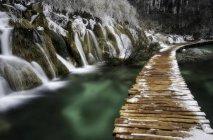 Водопады и мост в Плитвице — стоковое фото