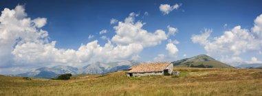 Cabana rural em Monte Moricone — Fotografia de Stock