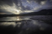 Rivière Tagliamento au coucher du soleil — Photo de stock