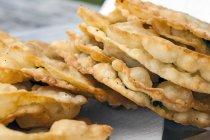 Frittelle ripieno di formaggio e spinaci — Foto stock