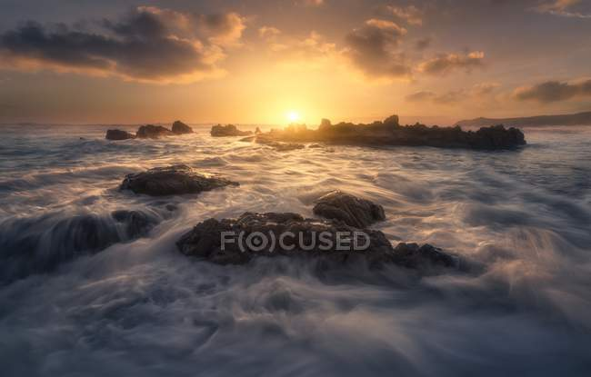 Landscape with water waves and rocks — Stock Photo