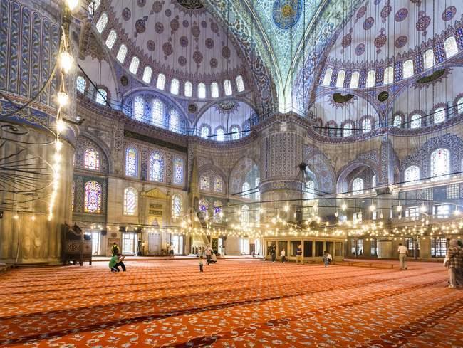 Внутренней палаты Султан Ахмет camii — стоковое фото