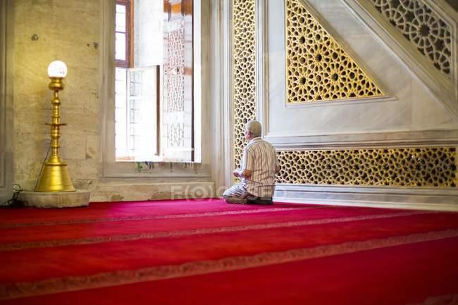 Вірних читає Корану — стокове фото