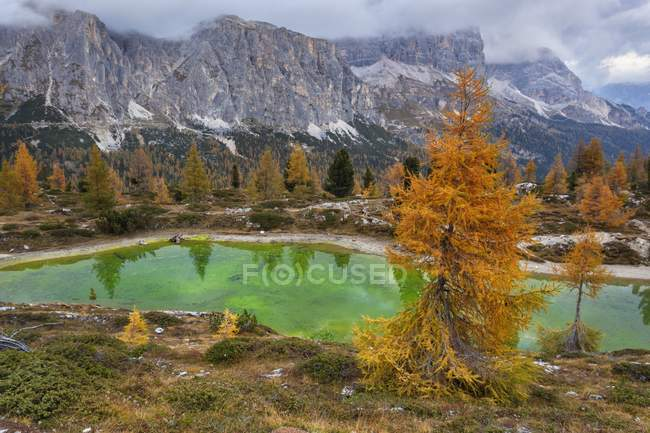 Lake Limides during autumn — Stock Photo