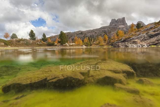 Automne dans le lac Limides — Photo de stock