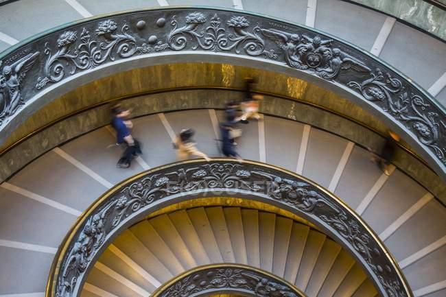 Сходи в музей Ватикану — стокове фото