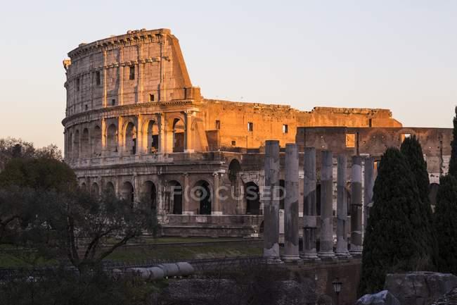 Колізей з арковими стінами — стокове фото