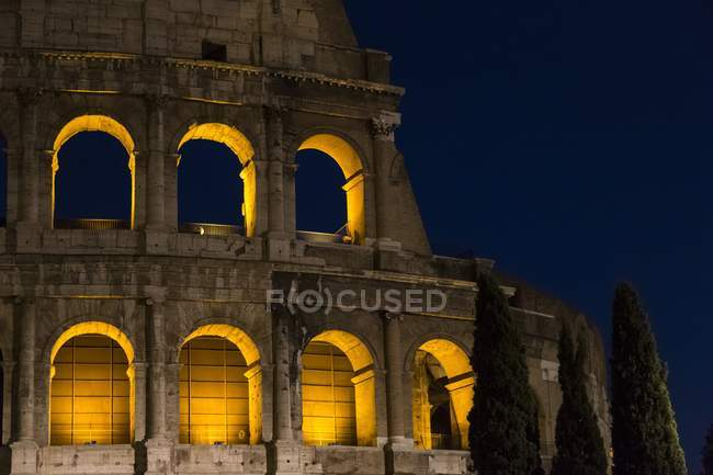 Walls of Colosseum at night — Stock Photo