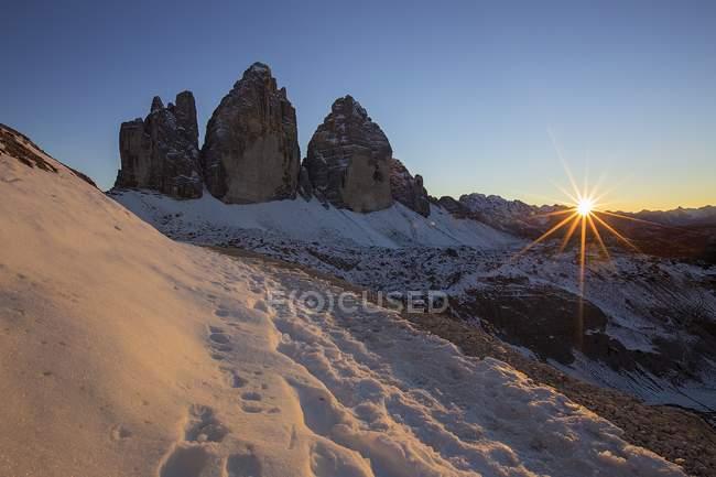 Snowy moutain peaks — Stock Photo
