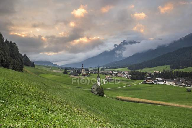 Alpine valley with magnificent mountains — Stock Photo