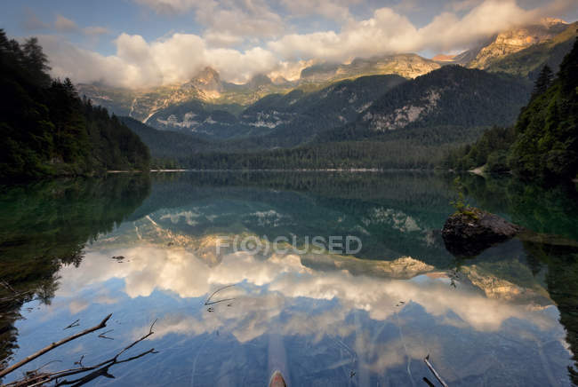 Sunrise at Tovel lake — Stock Photo