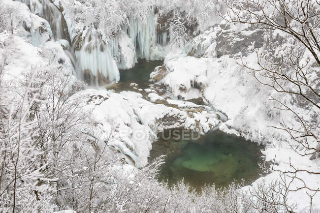 Frozen landscape at Plitvice Lakes — Stock Photo