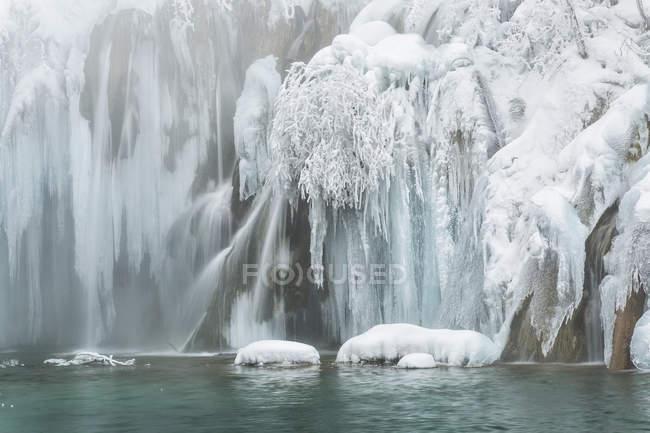 Laghi e cascate congelati — Foto stock