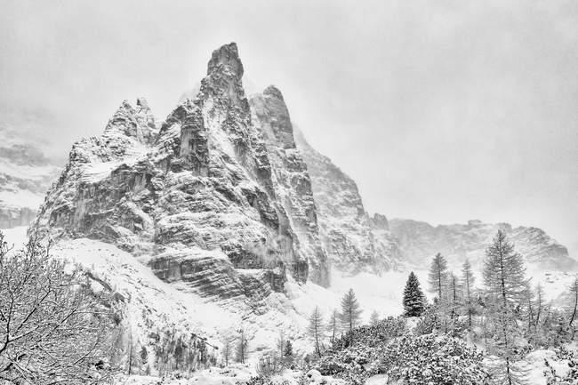 Доломітові Альпи горах взимку — стокове фото