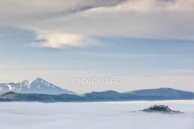 Первые огни на плато Grande Pian рассвета — стоковое фото