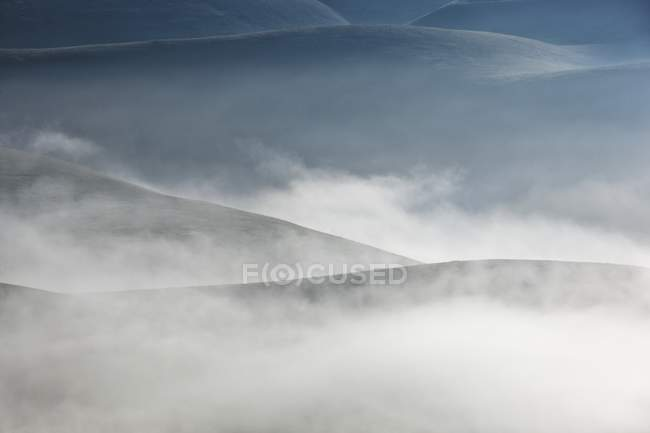 Fog and clouds at dawn on Vettore meadows — Stock Photo