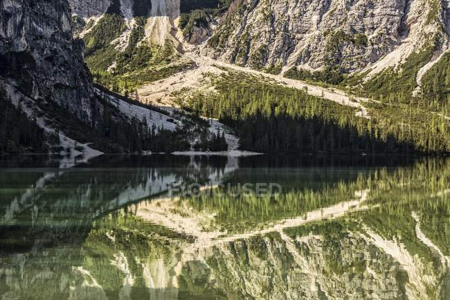 Очистить горные озера — стоковое фото