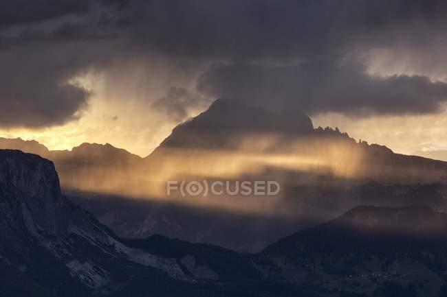 Tempesta e docce a Val Badia — Foto stock